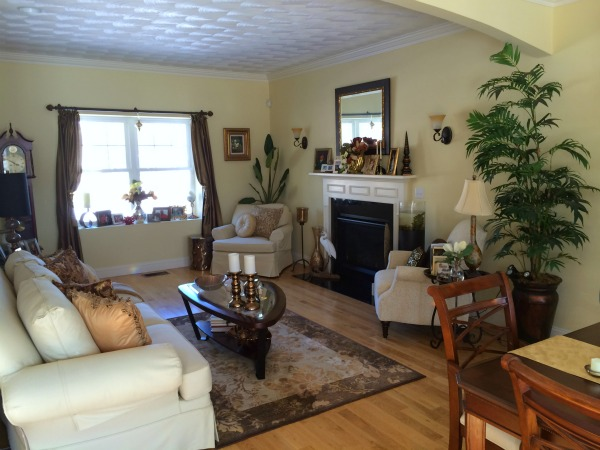 Exeter RI home for sale living room