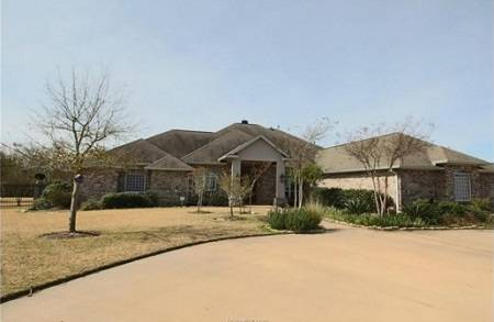 2035 Oakwood Trail, College Station, TX - Click here to find out more about this beautiful College Station home for sale