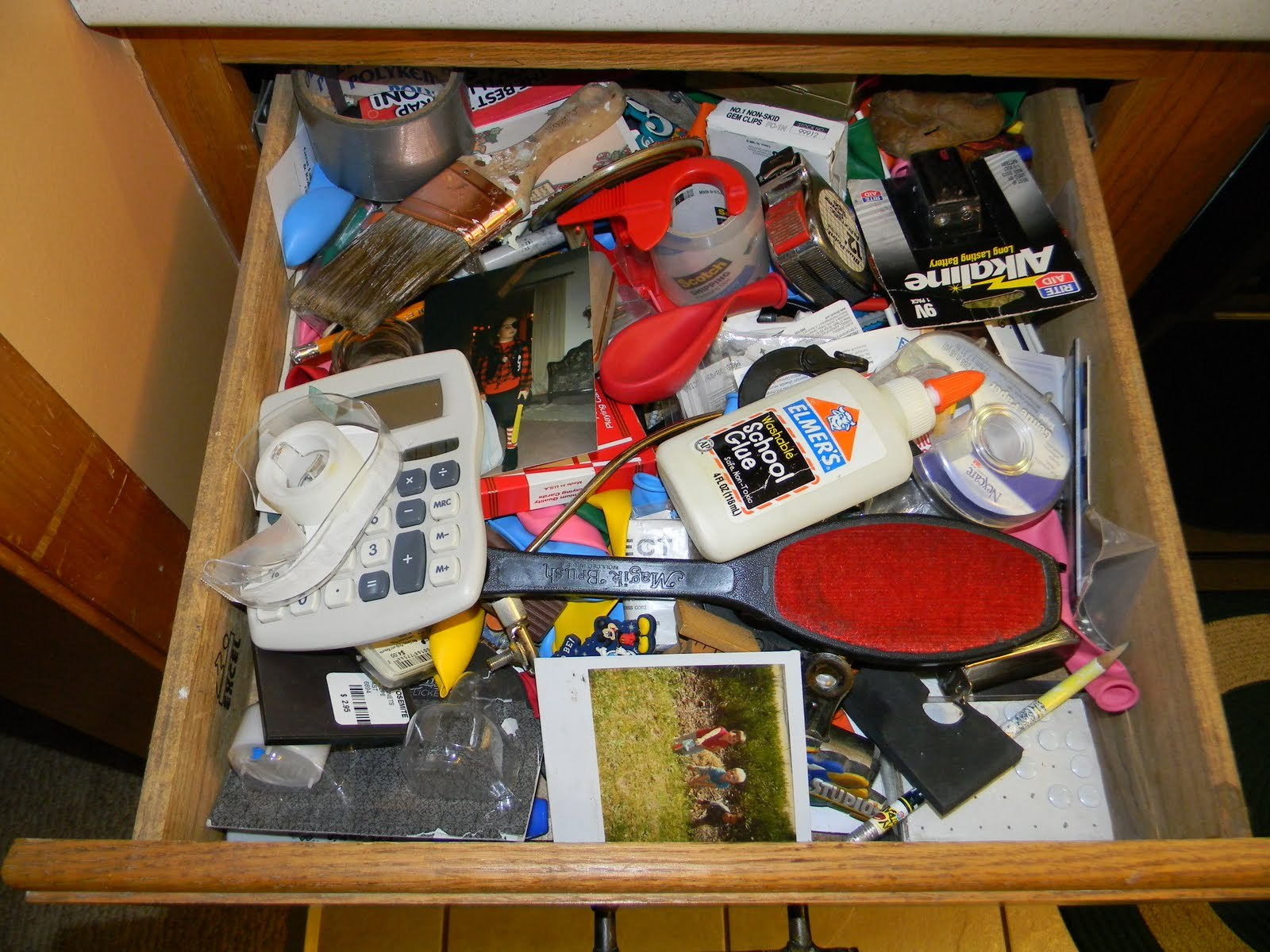 7 thing to do before you move for Kitchen junk drawer
