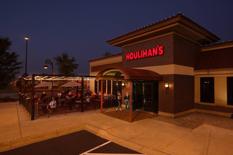 Houlihan S In Maple Grove Closing The Doors