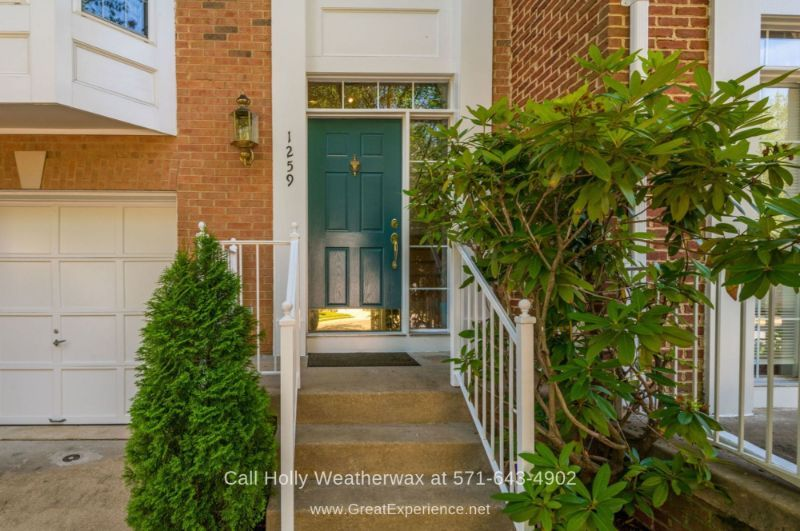 Hawthorne Reston VA Townhomes for Sale - Experience the low-maintenance lifestyle you dream in this beautifully-maintained townhome for sale in Reston VA.
