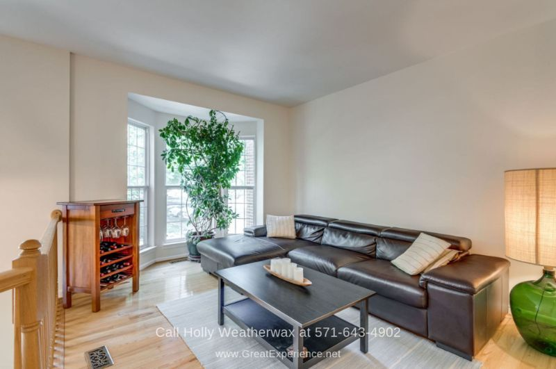 Townhomes in Hawthorne Reston VA - Enjoy bright and sunny living spaces in this Reston VA townhome for sale.