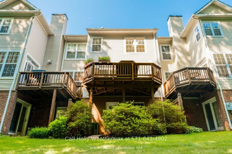 Townhomes for Sale in Reston Northern VA - All that you want is in this Reston VA townhome for sale.