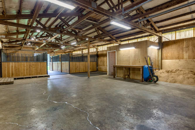 4 stall horse barn oregon horse property