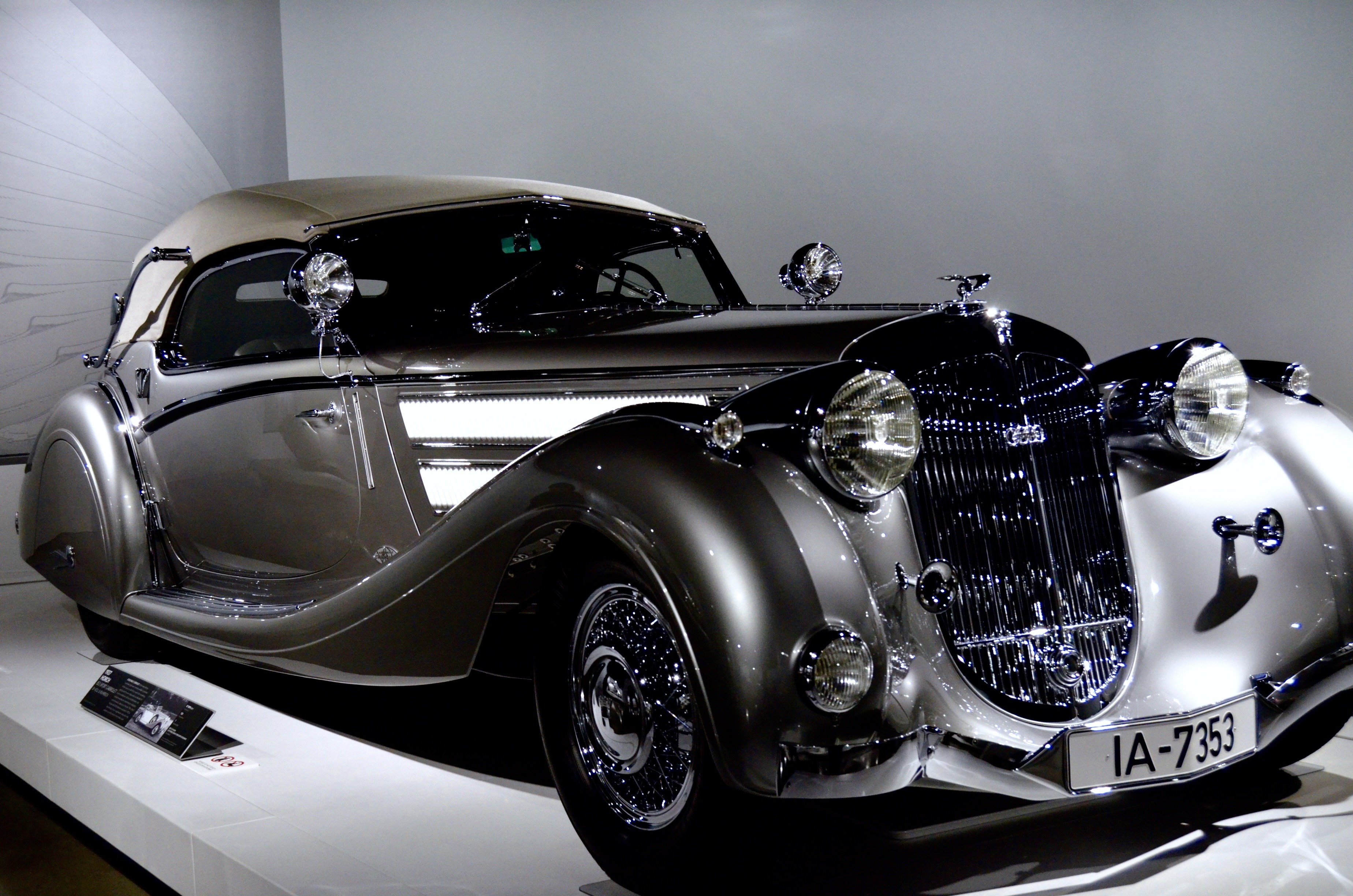 Watch Stars Of The Pertersen Automotive Museum video