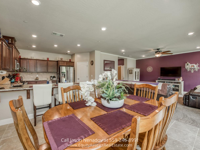 Clovis CA real estate for sale- Enjoy sumptuous meals with your family in the dining area of this Clovis CA home for sale.