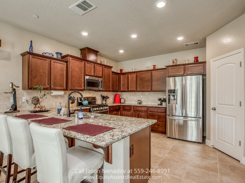 Real estate for sale in Clovis CA- Unleash your inner chef in the stylish kitchen of this Clovis CA home for sale.