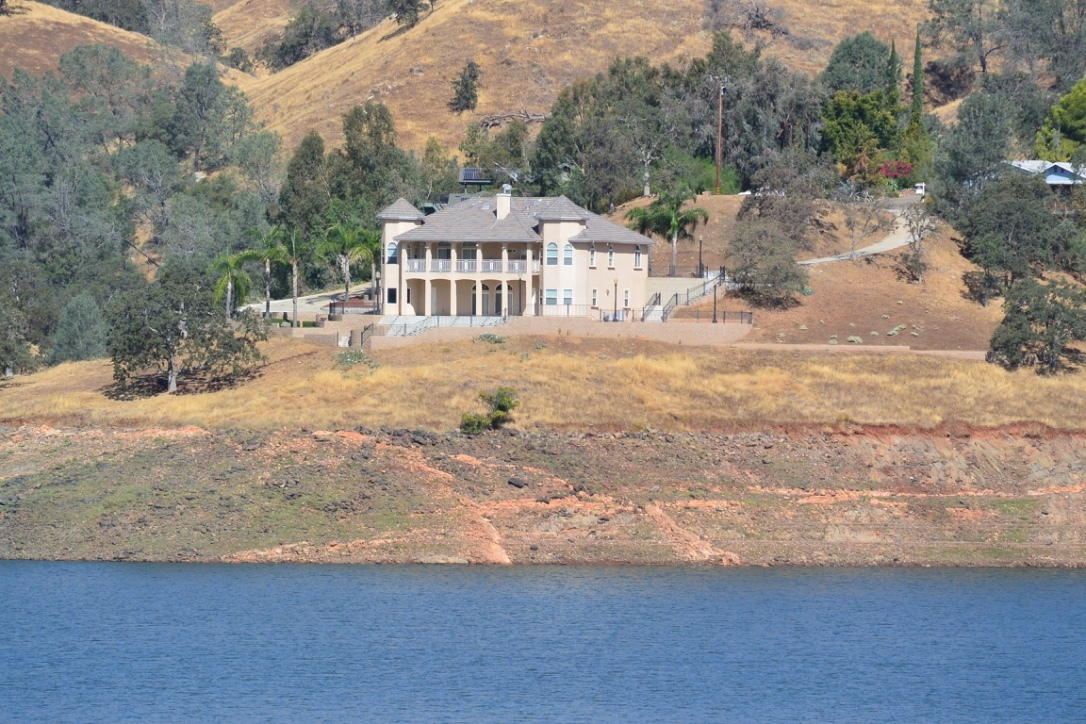 Lakefront homes with views for sale millerton lake fria for Lakeside cabins for sale