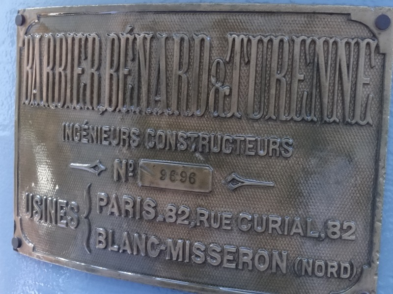 Plaque in French