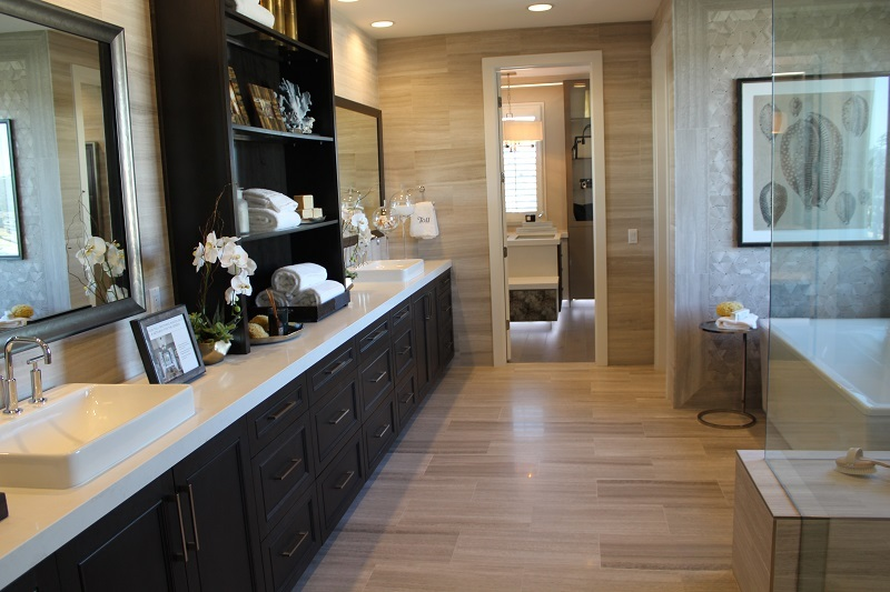 Master Bath in The Bluffs model home