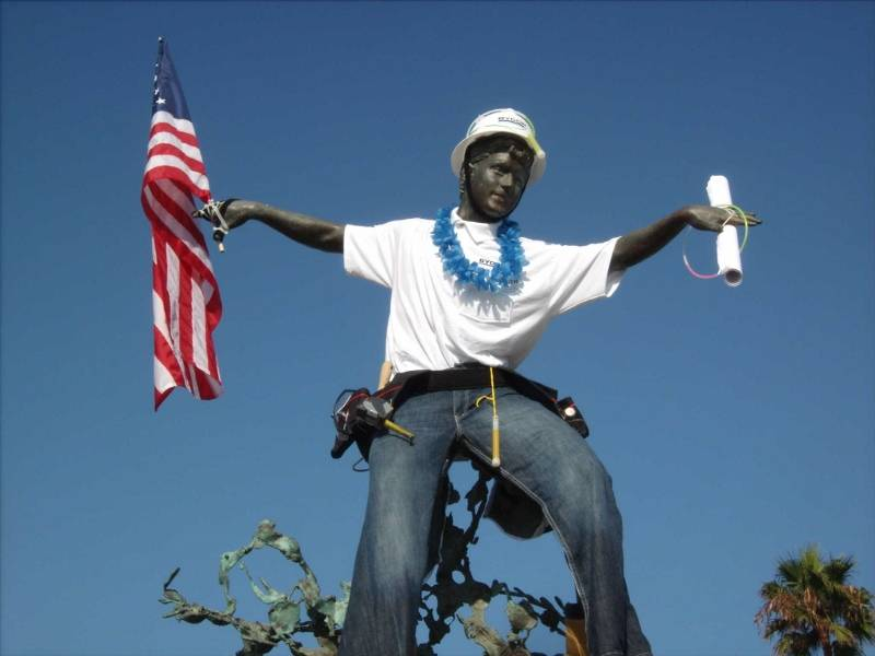 Cardiff Kook statue dressd up for Labor Day 2011