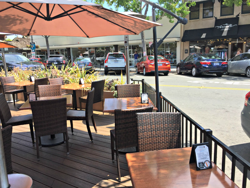 dining outdoors in the summer in Carlsbad