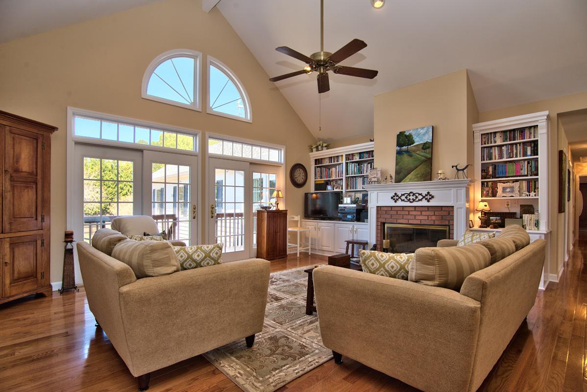 11311 Lipscomb Rd living room
