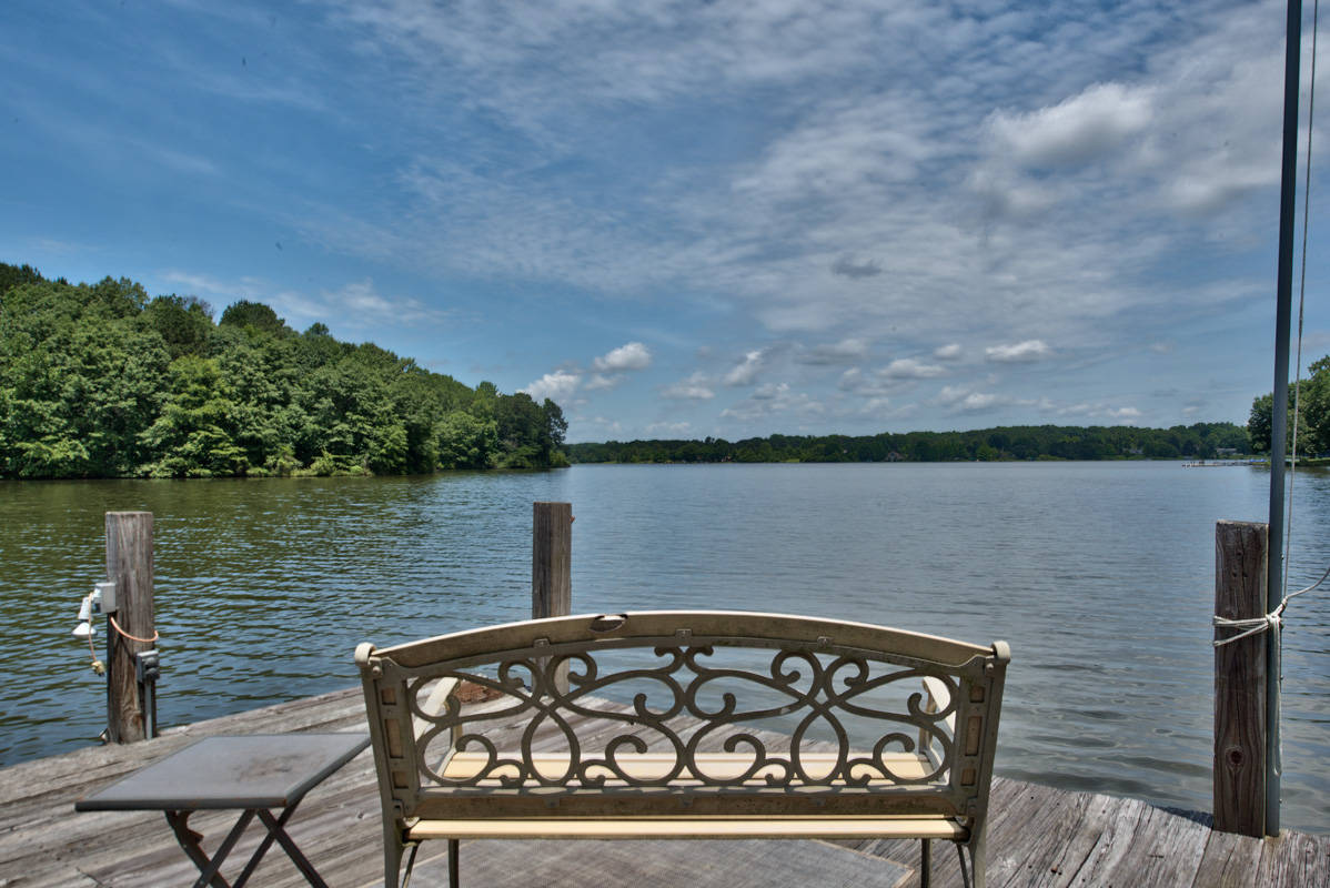 Lake oconee on a budget bargain lakefront homes for Lake sinclair fishing