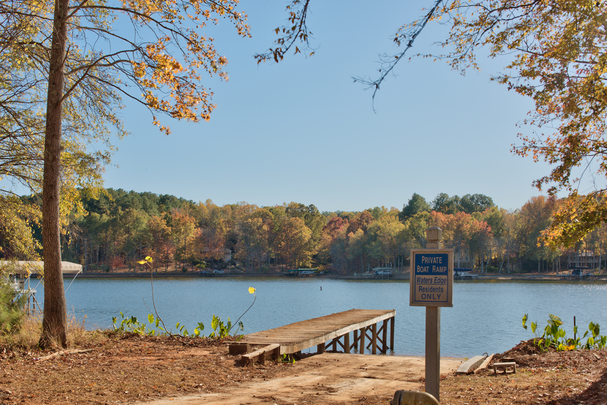 Lake oconee and trail access cottage in waters edge for Public fishing in georgia