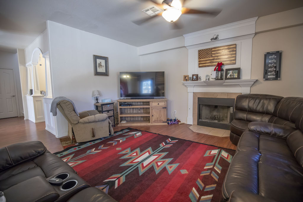 image of 4626 rimrock drive family room