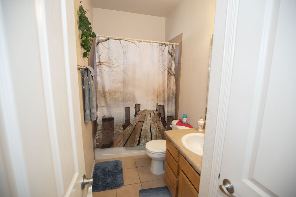 image of 4626 rimrock drive full guest bathroom
