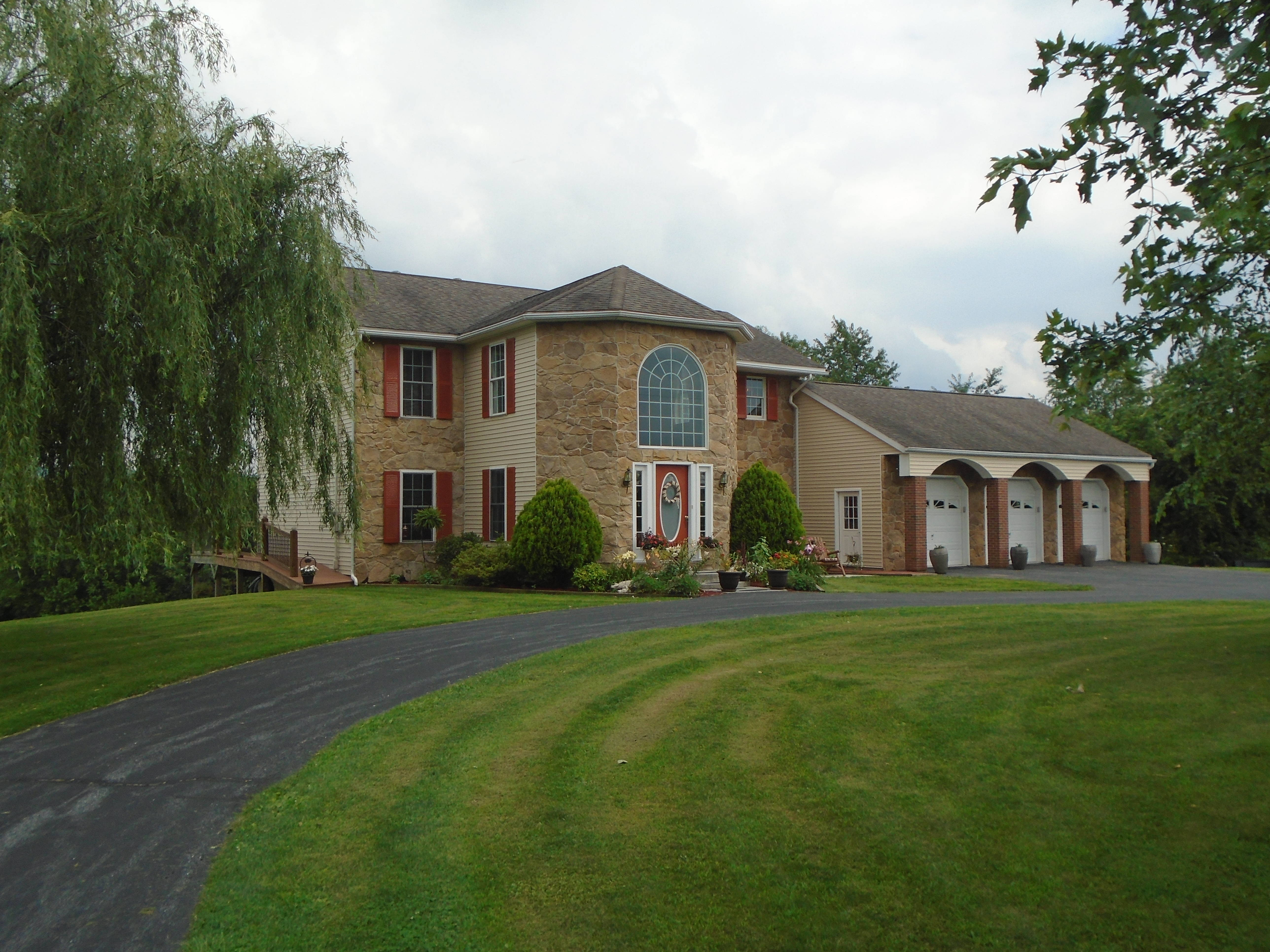 House For Sale ~ Waynesboro, PA ~ 7 Bedrooms $389K