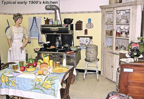 Kitchen early 1900s