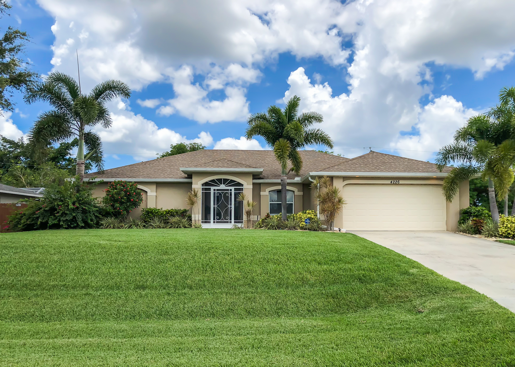 Cape Coral Florida Pool Home Shows Like A Model Home