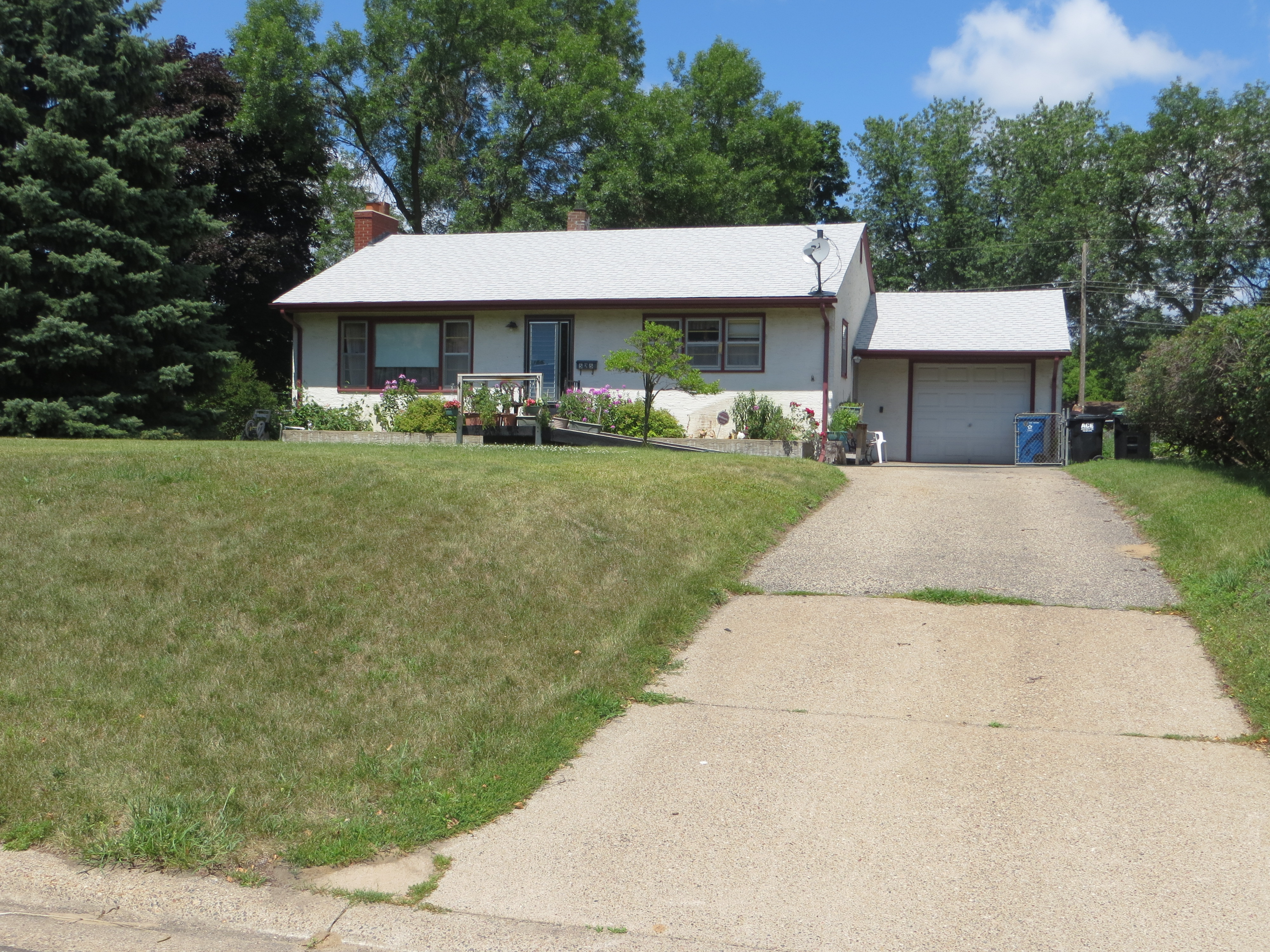 Friendly fridley rambler home for sale for Rambler homes for sale