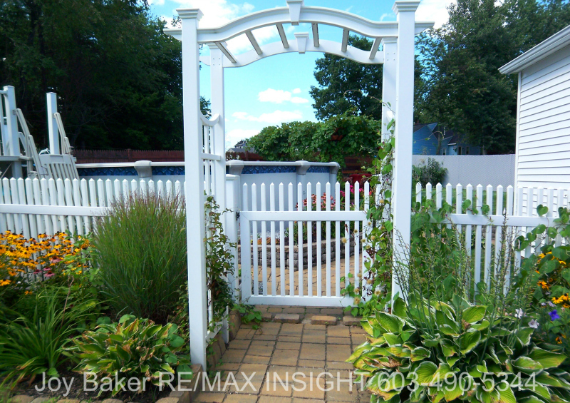 90 Allamimo St Manchester NH 03102 Garden Gate Joy Baker RE/MAX Insight 603-490-5344