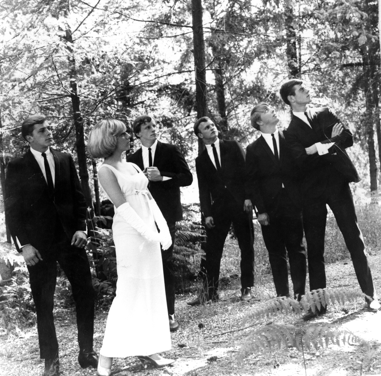 The Unusuals: L to R, Bill Capp (guitar, Kathi McDonald (vocals), Laurie Vitt (Guitar and sax), Harvey Redmond (bass), Vic Bundy (keyboards), Pat Jerns (drums)