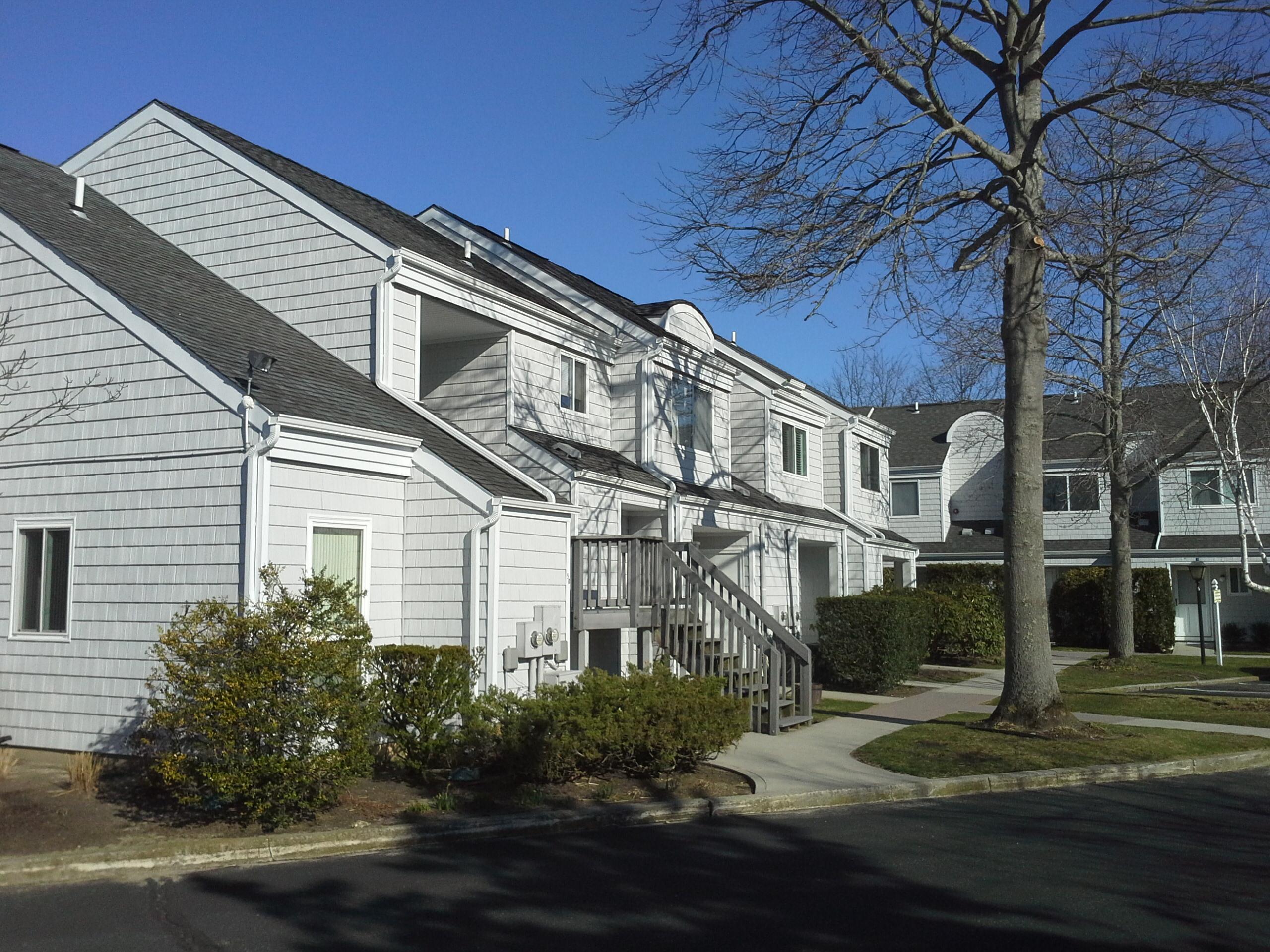 Hampton villas condos speonk southampton township new york for Condos for sale in new york