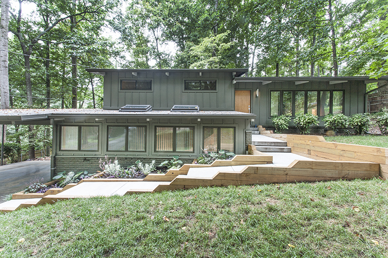 Casually Cool Mid-Century Modern in Northcrest