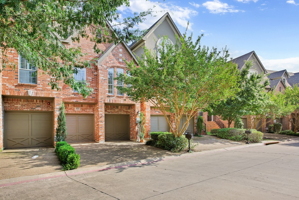 Towne Lake Subdivision in Addison TX