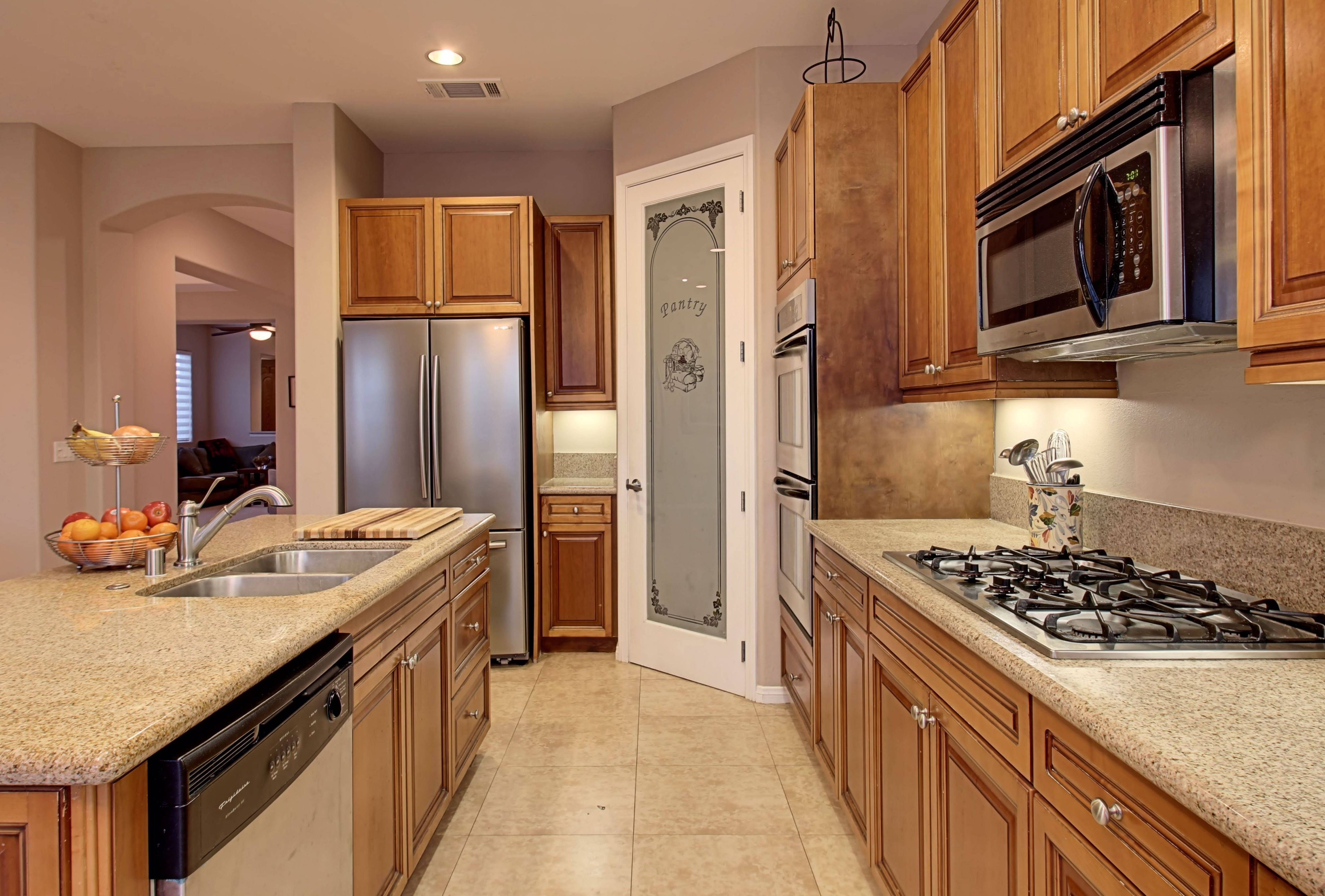 spacious and beautiful palm desert home on large lot