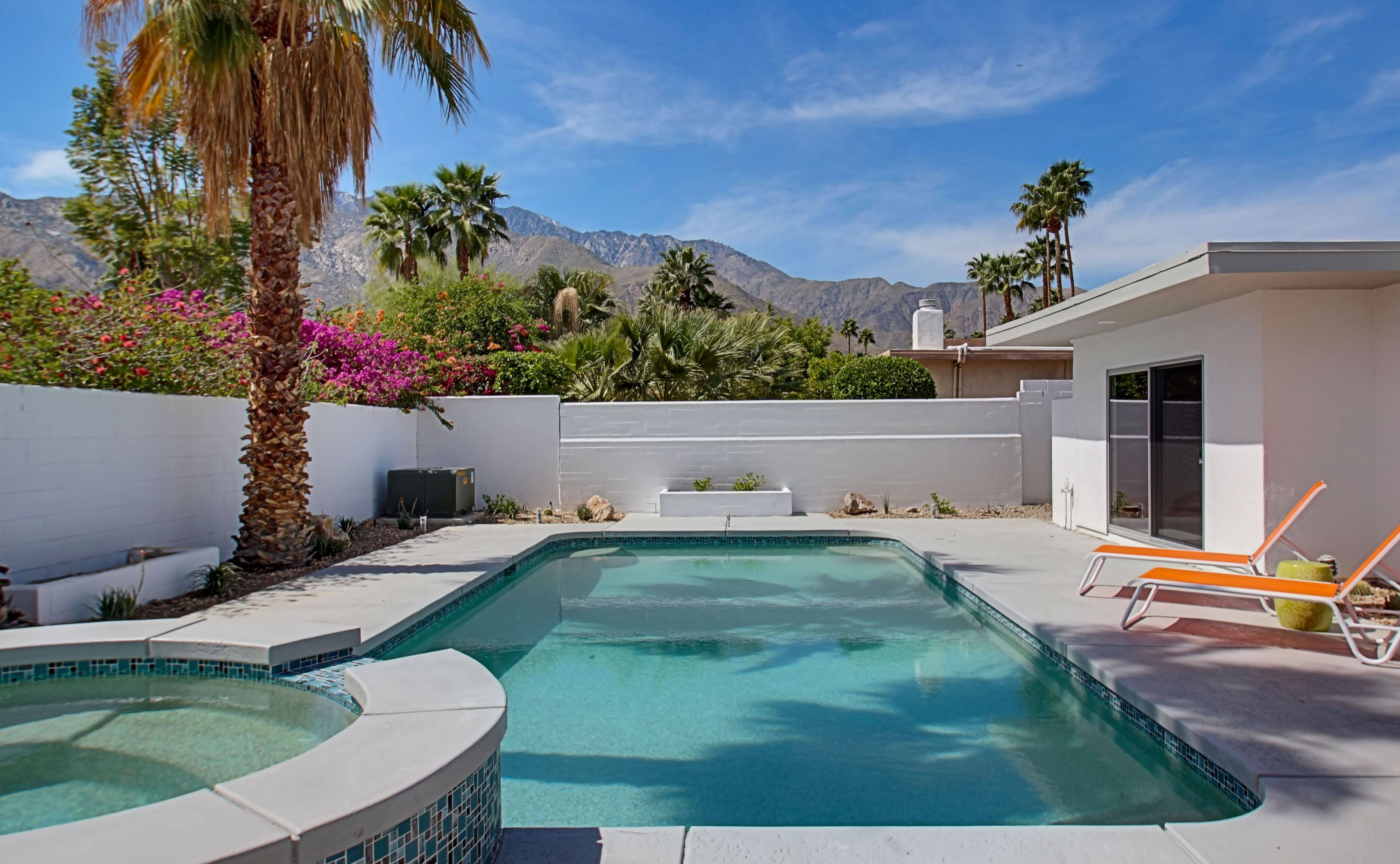 Renovated Mid Century Modern In Central Palm Springs