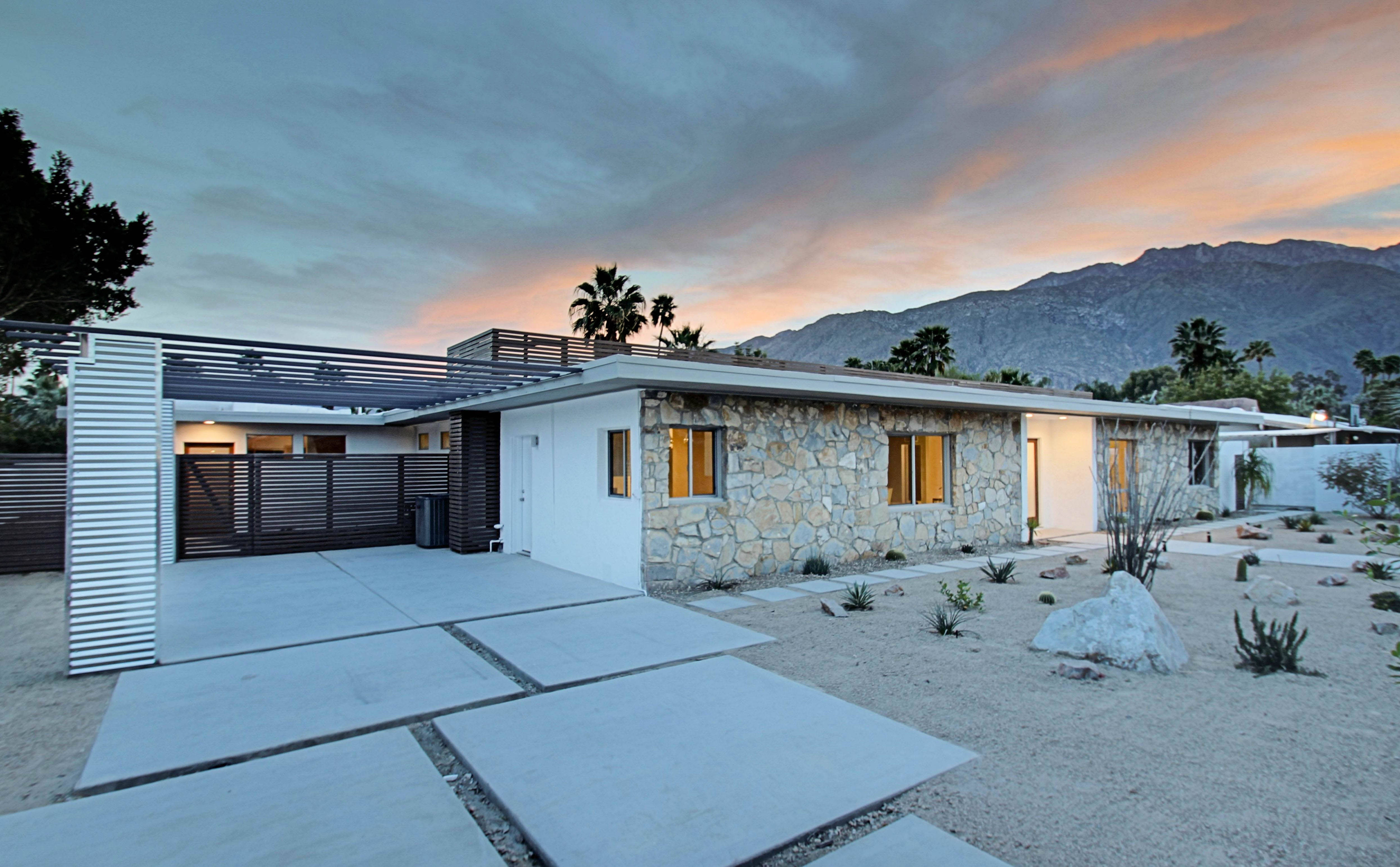 Renovated mid century modern in central palm springs for New modern homes palm springs