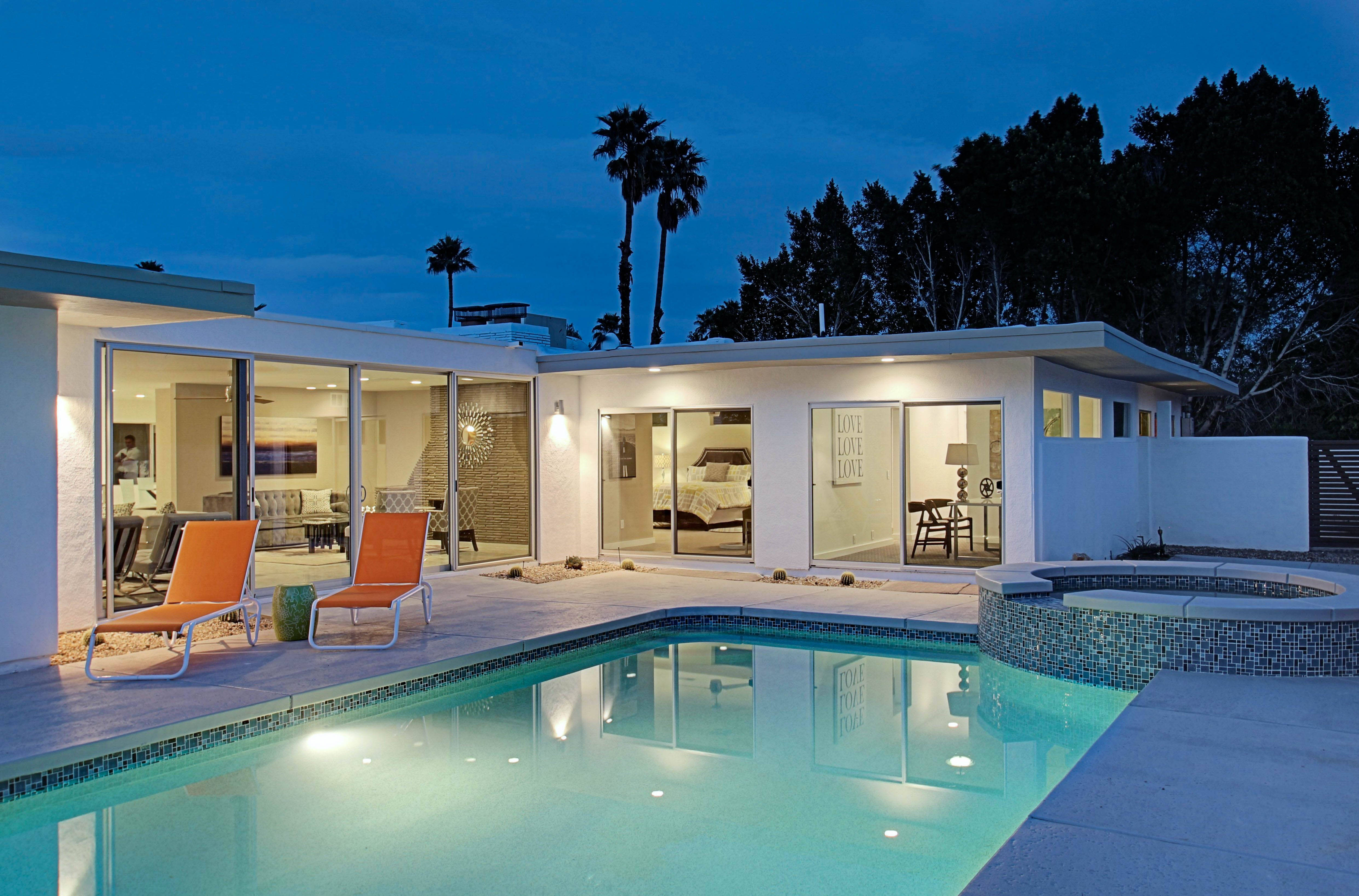 Vacation rental income property for sale palm springs for Palm springs homes rentals