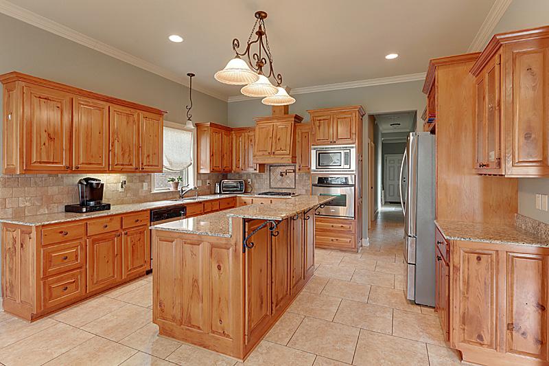 Home for Sale in Geismar. 12380 Legacy Hills Geismar, LA 70734
