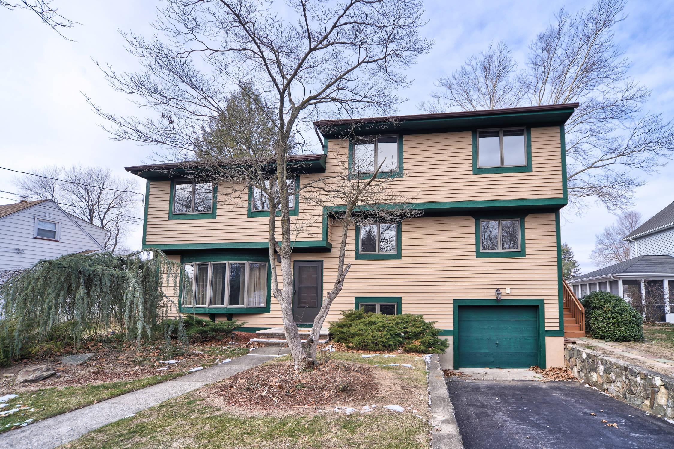 Pompton lks nj multi level home for sale 444 900 for Multi level homes for sale