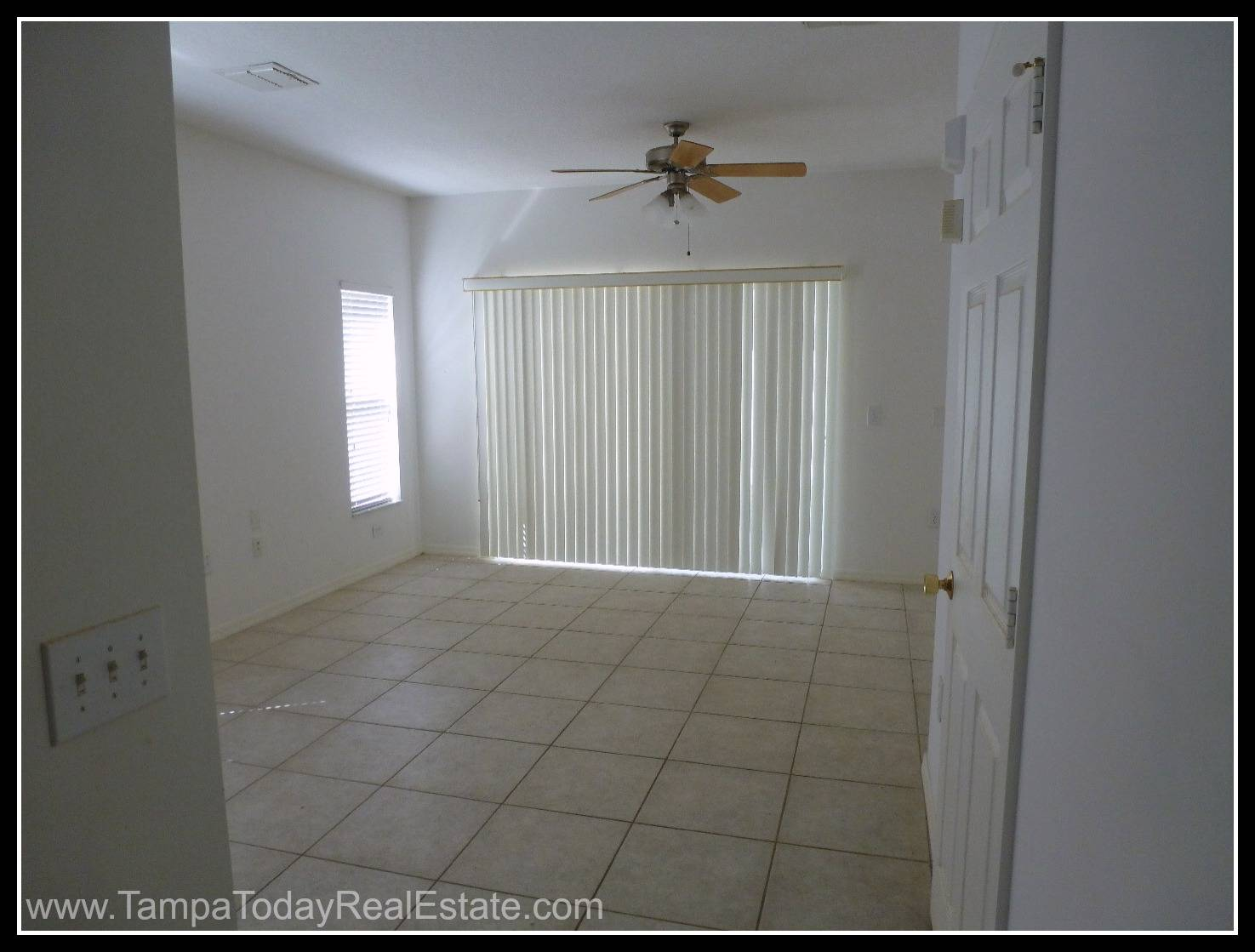 The appealing rooms come with window blinds which will help you manage  #595142