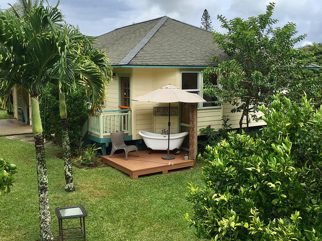 Cute cottage at 949B Akoa Place