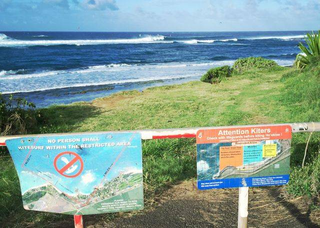 beach signs near Ho'okipa Beach Park