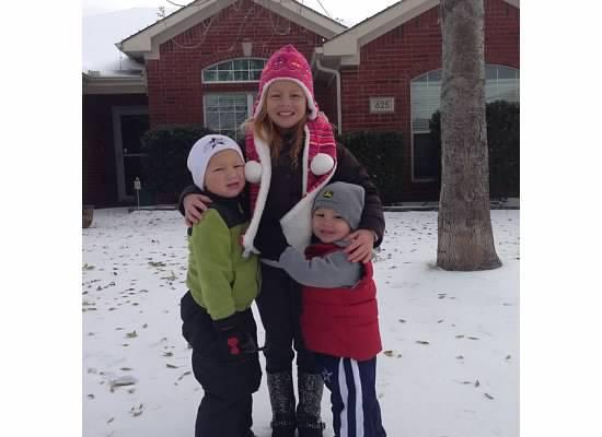 kids in front of destin dr