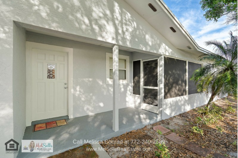 Port St. Lucie FL Homes - This Port St. Lucie home has been updated to ensure your best conveniences.