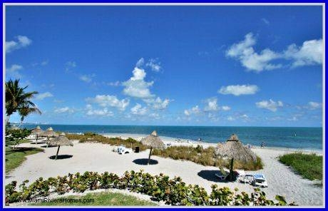 Beautiful home with easy access to the beach is what Towers of Key Biscayne oceanfront condos have for you!