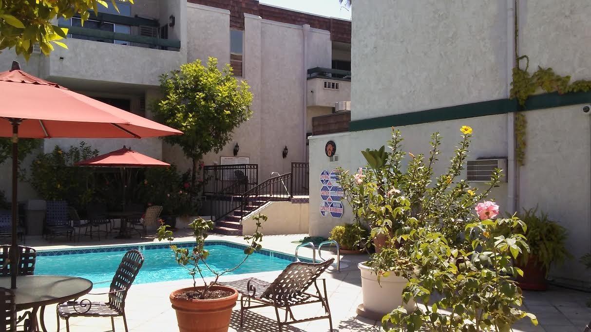 Affordable Pasadena 91101 Condos at Los Robles Plaza