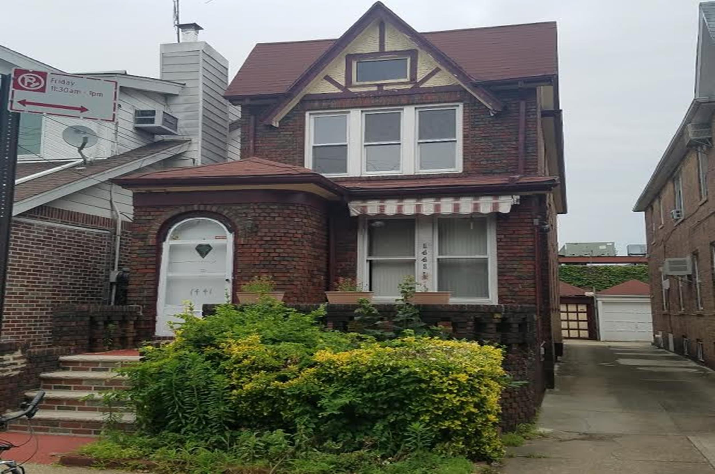 Fillmore real estate ave j office just listed a 3 bedro for Sale house in brooklyn