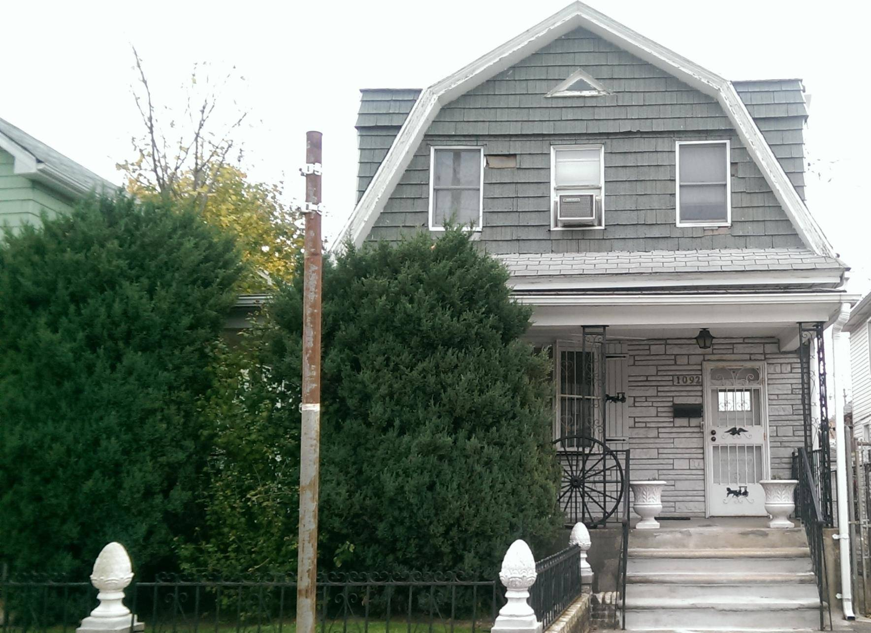 detached colonial home in brooklyn