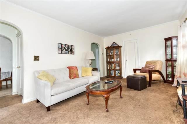 Interesting Living Room Queens Ny New York Bedroom Roommate