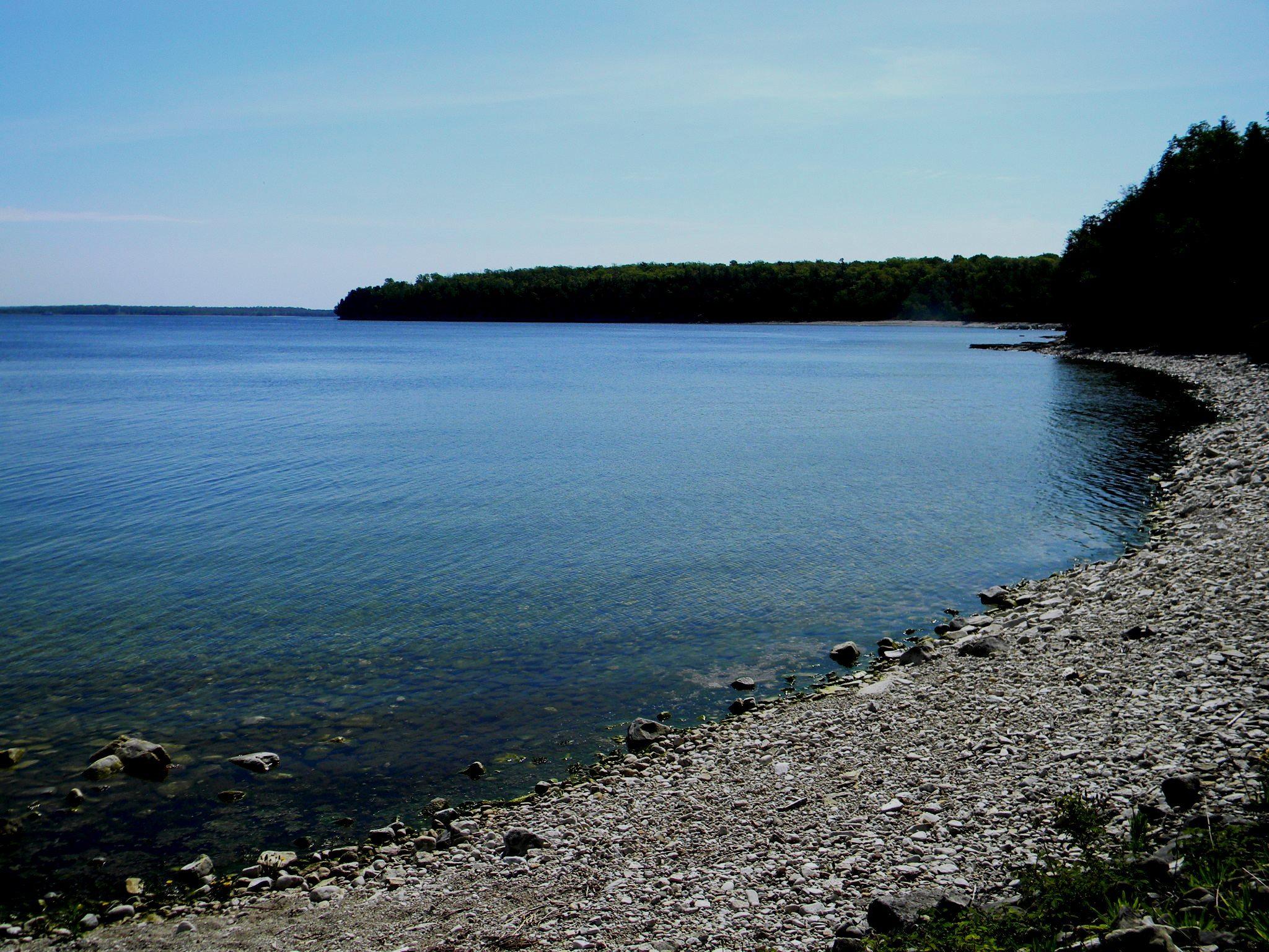Walk out shore in door county wisconsin bay road for Best shore fishing in wisconsin