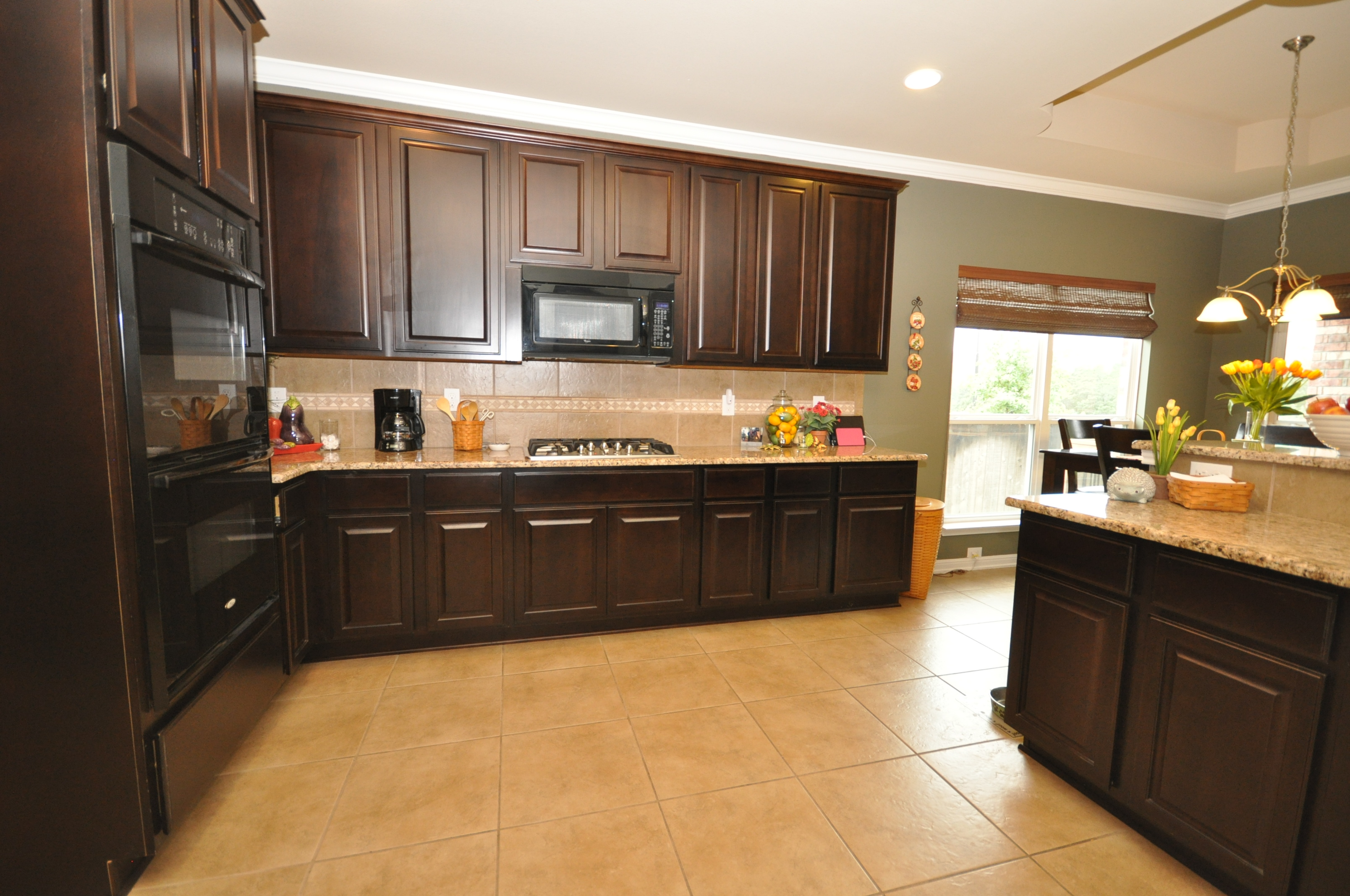Cibolo canyon ventanas energy efficient home for sale in for Kitchen in the canyon