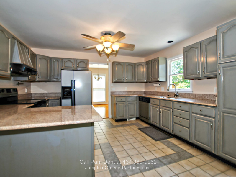 Charlottesville VA Real Estate Properties for Sale - Whether you're preparing a simple home-cooked meal, or catering a feast for a holiday gathering, the exquisite kitchen of this Charlottesville VA home delivers.