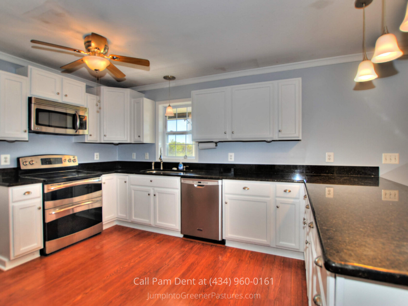 Central VA Country Properties for Sale - Whip out your loved ones' favorite dishes in the modern kitchen of this Central VA country property.